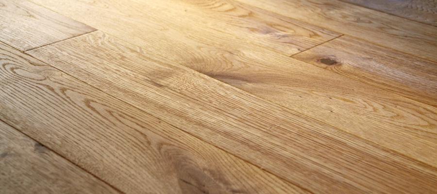 Nature Harmonie Parket  13 mm, 2-vrstvá prkna, olejovaná, lehce kartáčovaná, nášlap 4 mm evropský dub, 2x fáze, od 1500 Kč